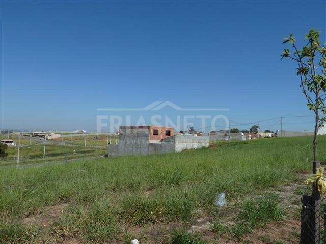 Excelente terreno comercial, medindo 300m², em frente à Rodovia SP 304, fácil acesso. Próximo a  Santa Terezinha. Estuda financiamento.