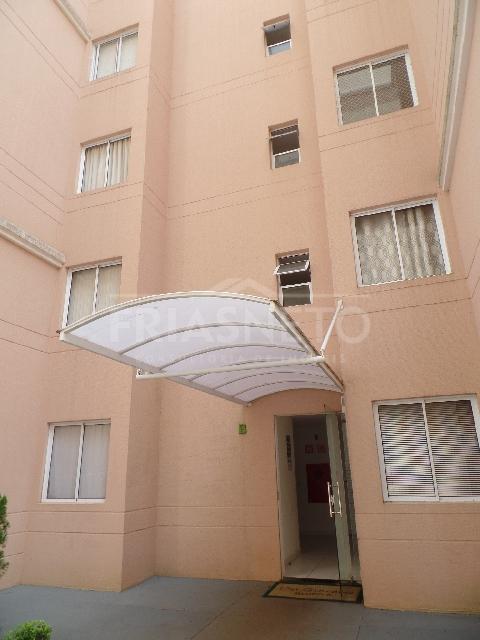 Apartamento com 2 dormitórios sendo 1 com armário, sala, banheiro social com blindex, cozinha com gabinete, área de serviço. 1 vaga. Condomínio oferece salão de festas, churrasqueira e piscina.