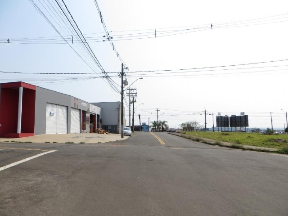 Terreno misto, com vocação comercial, localizado no Bairro São Matheus totalizando 721m², boa topografia, de esquina. Estuda permuta.  Não aceita financiamento e FGTS.