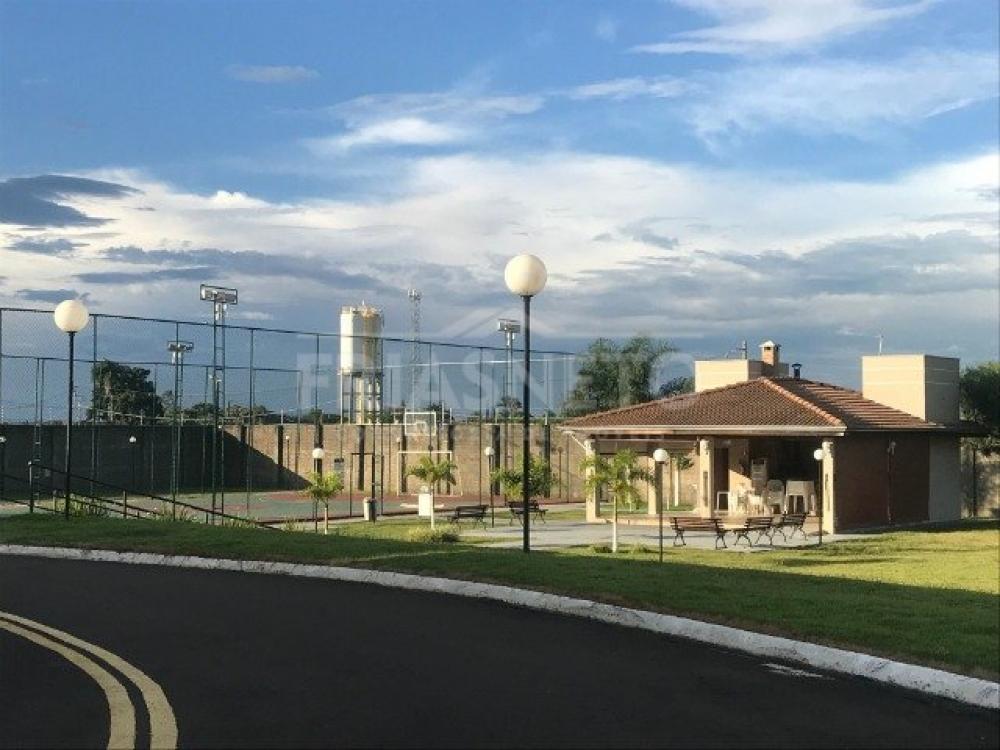 Terreno no Condomínio Parque dos Ypes , plano, 350m², sendo (14,00 x 25,00). Condomínio com portaria 24 horas, quadra poliesportiva, churrasqueira e playground. Não aceita financiamento e FGTS.