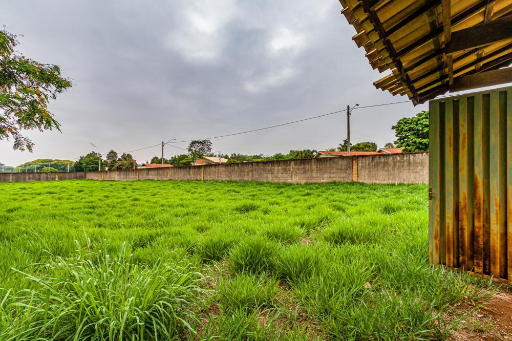 Excelente terreno, plano, de esquina, todo murado, medindo 3.200,00 m².