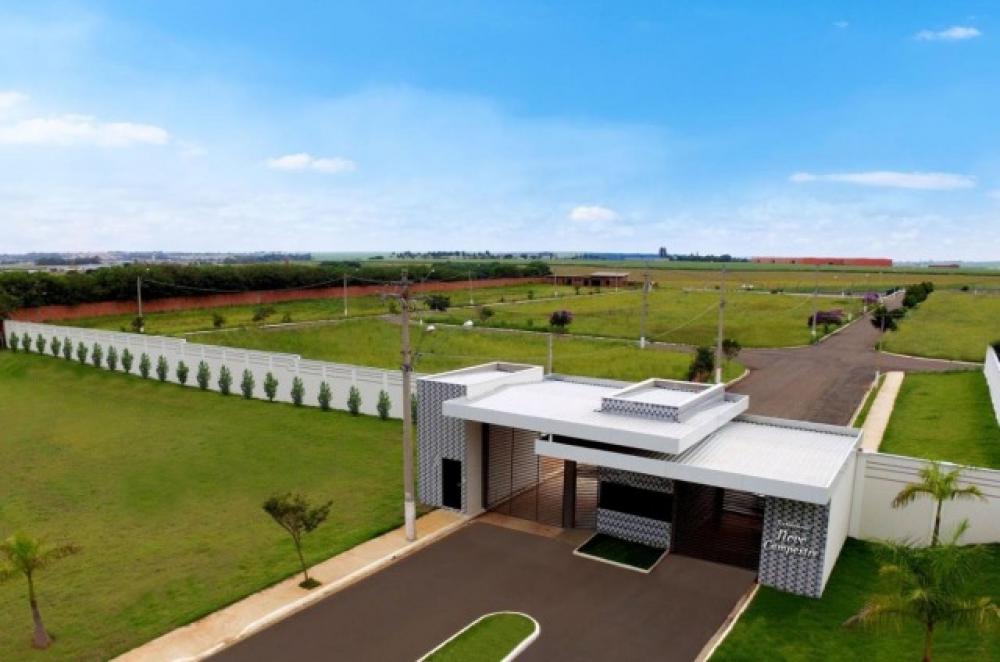 Terreno Plano em Condomínio com 348,00 m², excelente localização, pronto para construir. Área de Lazer com quadras, salão festa, espaço gourmet, piscina e portaria.
