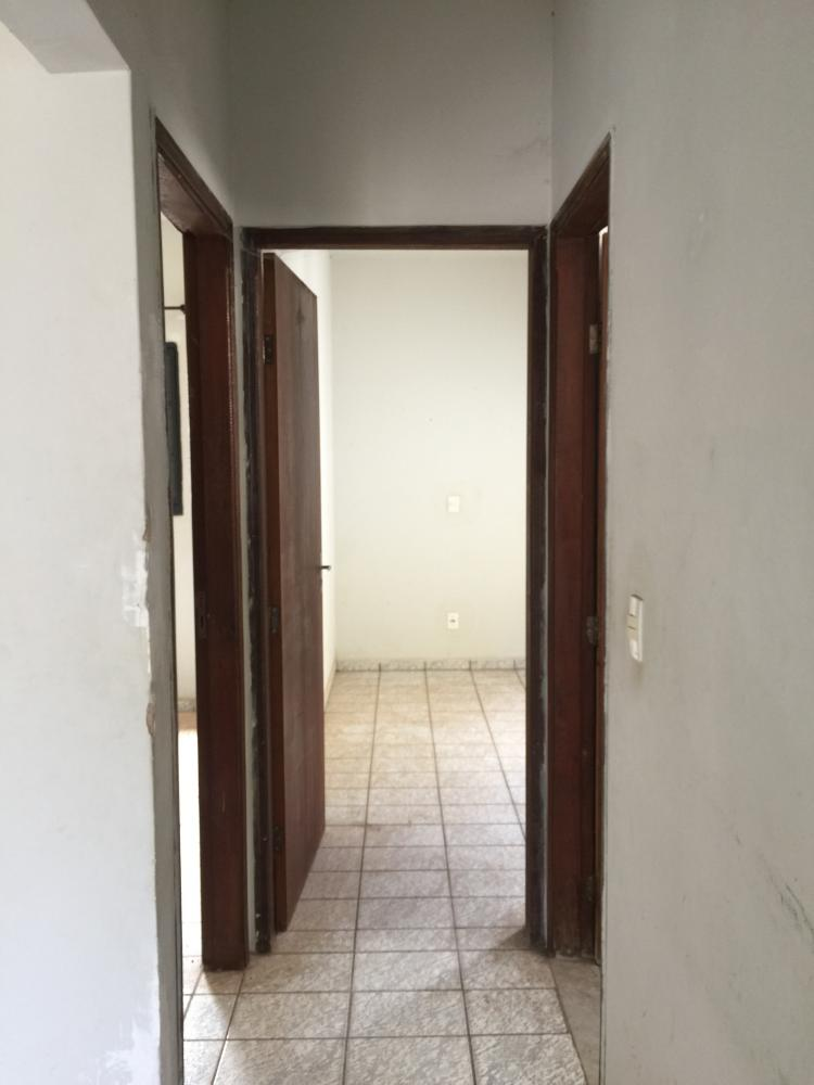 Casa 2 dormitório, sala, banheiro cozinha com gabinete, 2 vagas de garagem. Aceita financiamento e FGTS.  Estuda permuta.