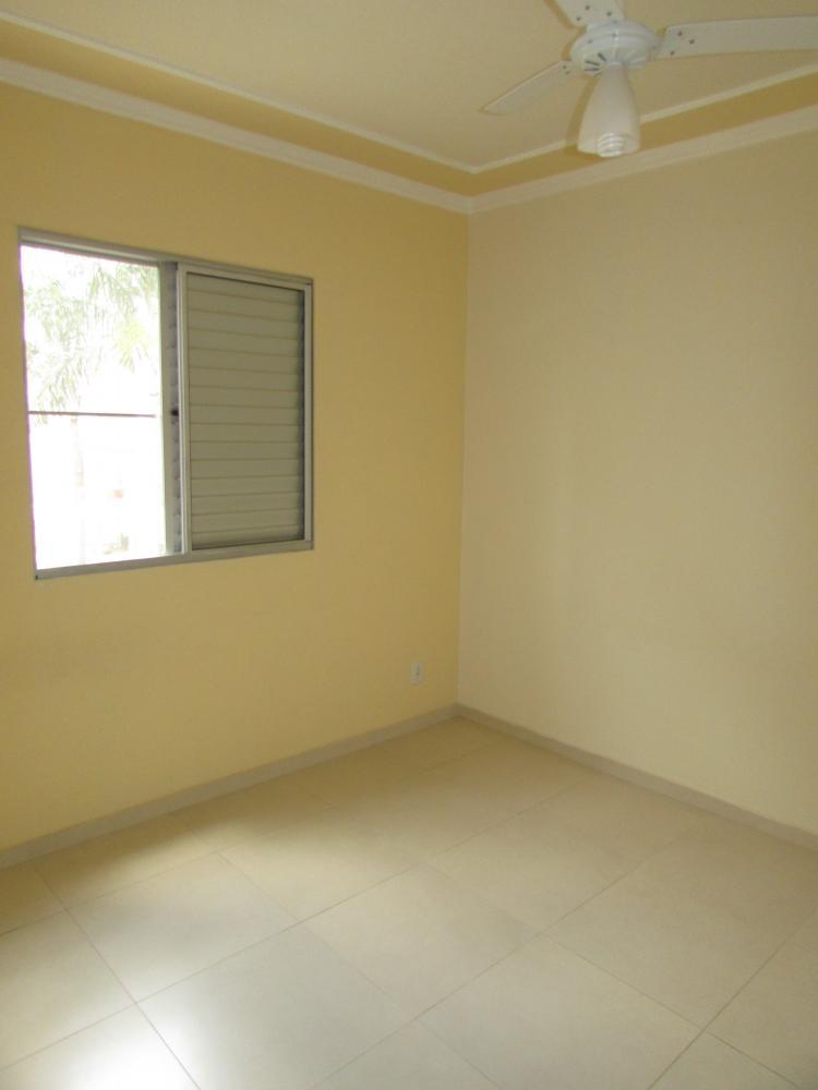 Apartamento com 45m² contendo sala com painel, cozinha planejada, 02 dormitórios, banheiro social com gabinete e box. 01 vaga de garagem. Localizado em avenida próximo a vários comércios.