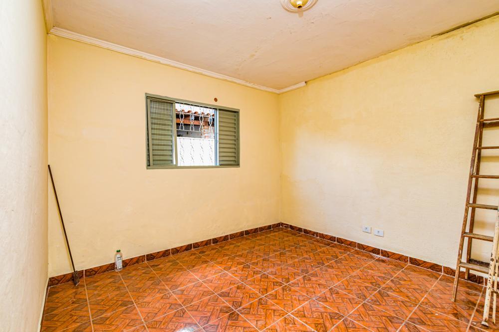 Casa com 110 m contendo sala, coiznha com gabinete, banheiro social, 2 dormitorios, area de serviço coberta. 1 vaga de garagem coberta.