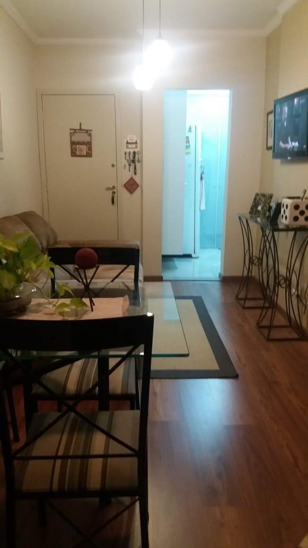 Excelente apartamento com sacada, sendo sala 2 ambientes com painel, 2 dormitórios (1 com armário), banheiro social com box e gabinete, cozinha planejada e área de serviço. Excelente acabamento e 1 vaga de garagem. Aceita financiamento e FGTS.