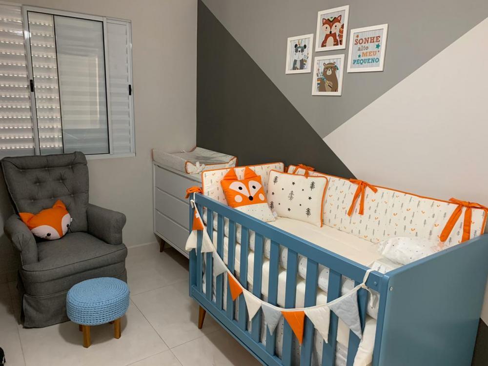 Belo apartamento com 2 dormitórios ambos com armários, sala com painel, cozinha planejada, 1 garagem, no condomínio tem piscina, campo de futebol, portaria 24 horas