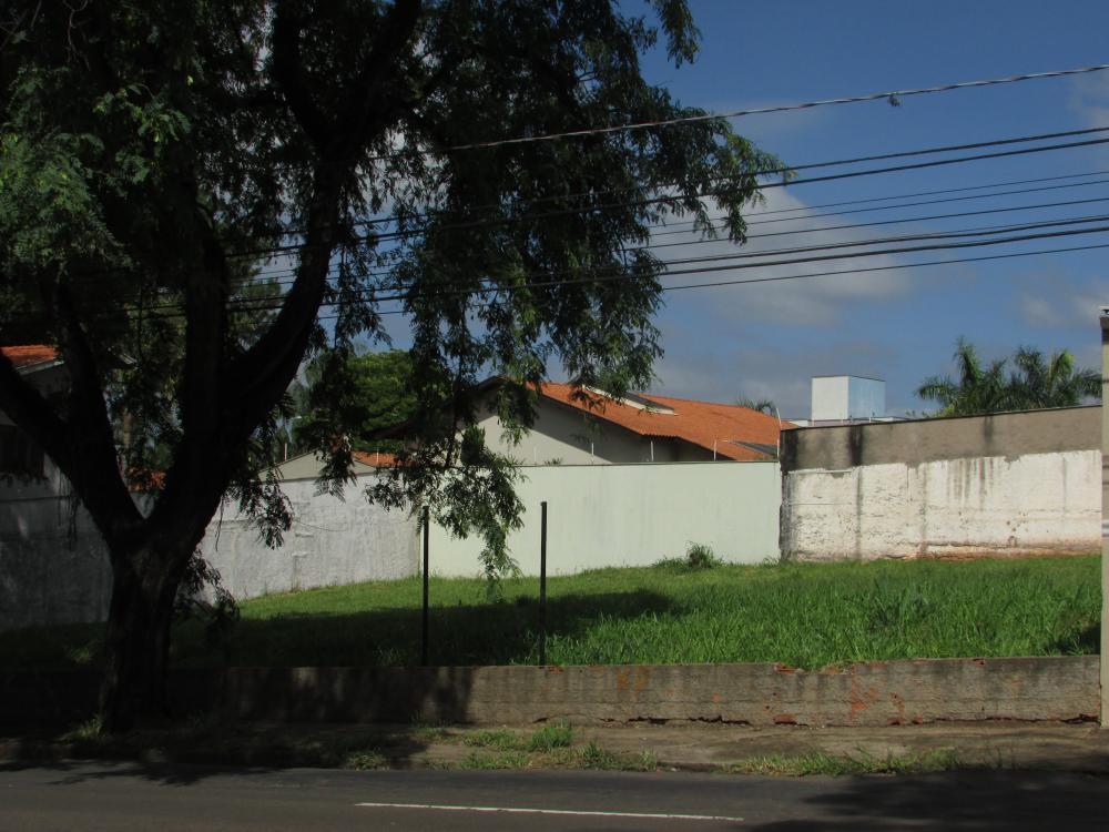 Excelente terreno com vocação comercial ou residencial na Av. Presidente Kennedy, com 420 m² de terreno sendo (14 x 30), plano.