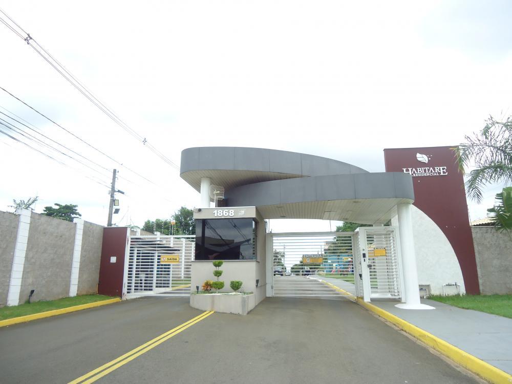 Excelente terreno plano medindo 218,86 m²  em Condomínio fechado Habitare localizado na Avenida Dois Córregos, próximo ao comercio, fácil acesso as Rodovias. Estuda financiamento.