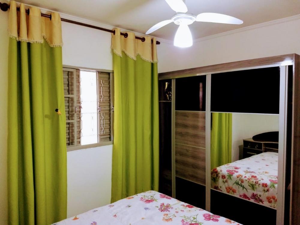 Ótima residência contendo sala, 2 dormitórios, cozinha com armários, banheiro social com box em vidro temperado, quintal, lavanderia coberta, área gourmet com churrasqueira e fogão Cooktop e garagem para 2 veículos.
