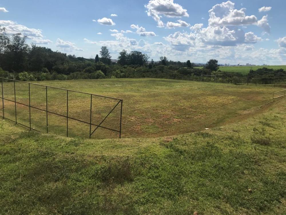 Terreno com 210,70 m² com casas construídas ao lado. O Terreno esta em uma das melhores quadra do loteamento, próximo à área de lazer com campo de futebol, pista de caminhada e quadra poliesportiva. Estuda financiamento.
