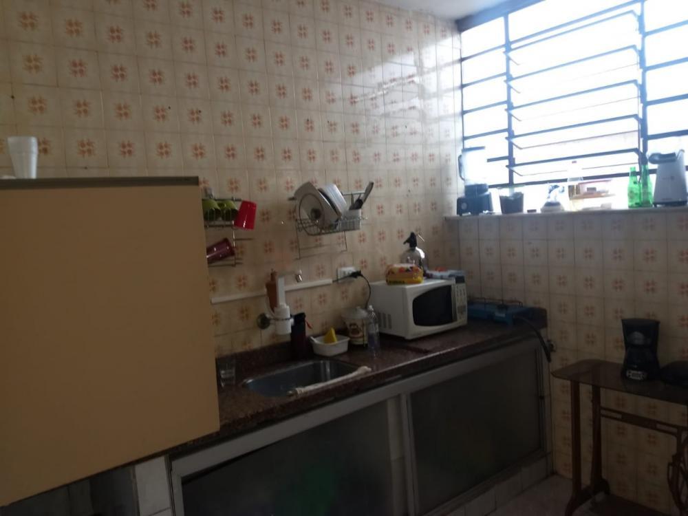 Ótima residencia podendo ser residencial ou comercial, contendo sala, 3 dormitórios sendo 2 com armários embutidos e 1 suite, cozinha, lavanderia, edicula e garagem para 2 veículos.