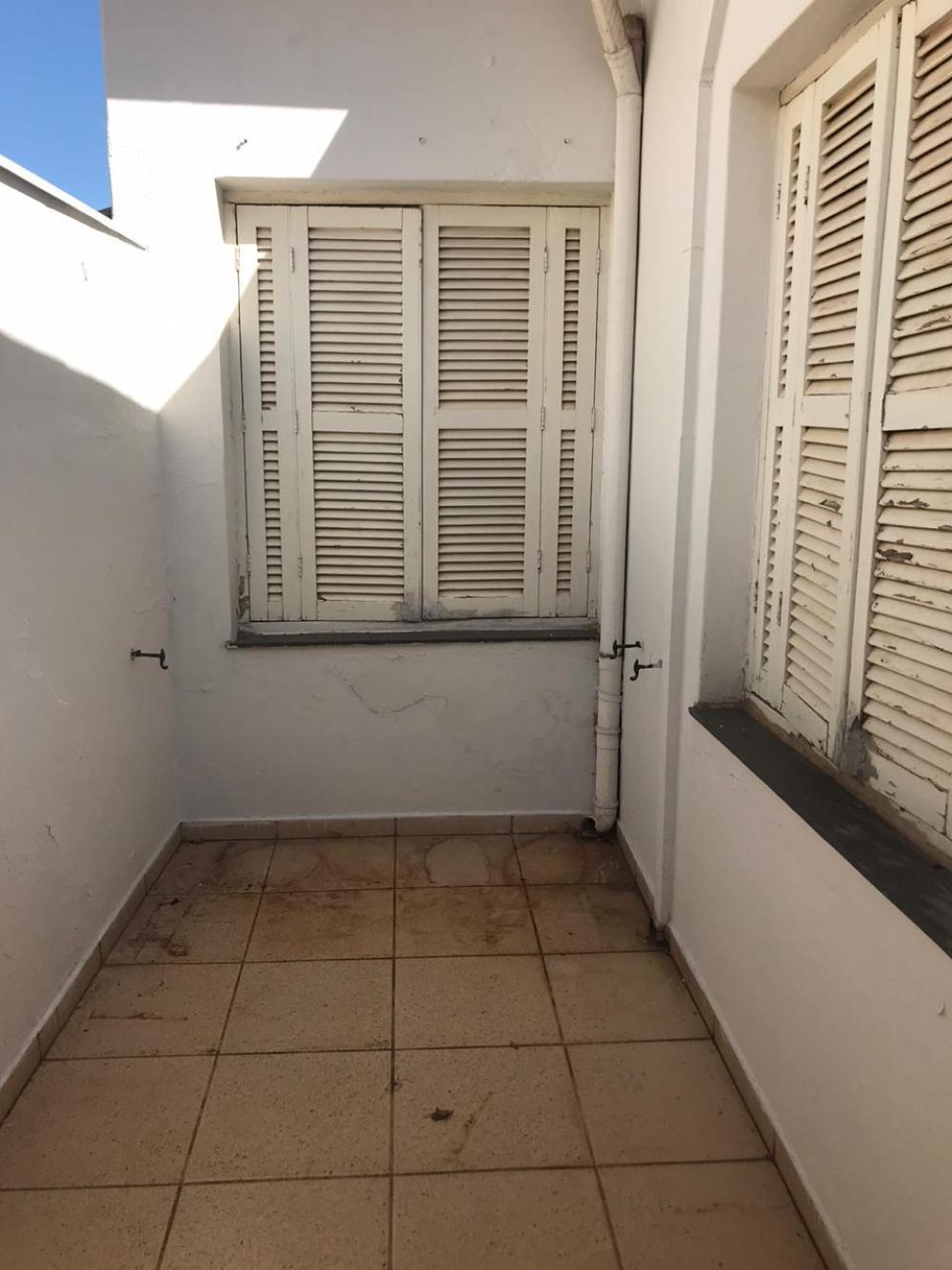 Casa em ótima localização contendo 03 dormitórios sendo 01 suíte, sala, banheiro social, cozinha com gabinete, lavanderia coberta, 01 vaga de garagem