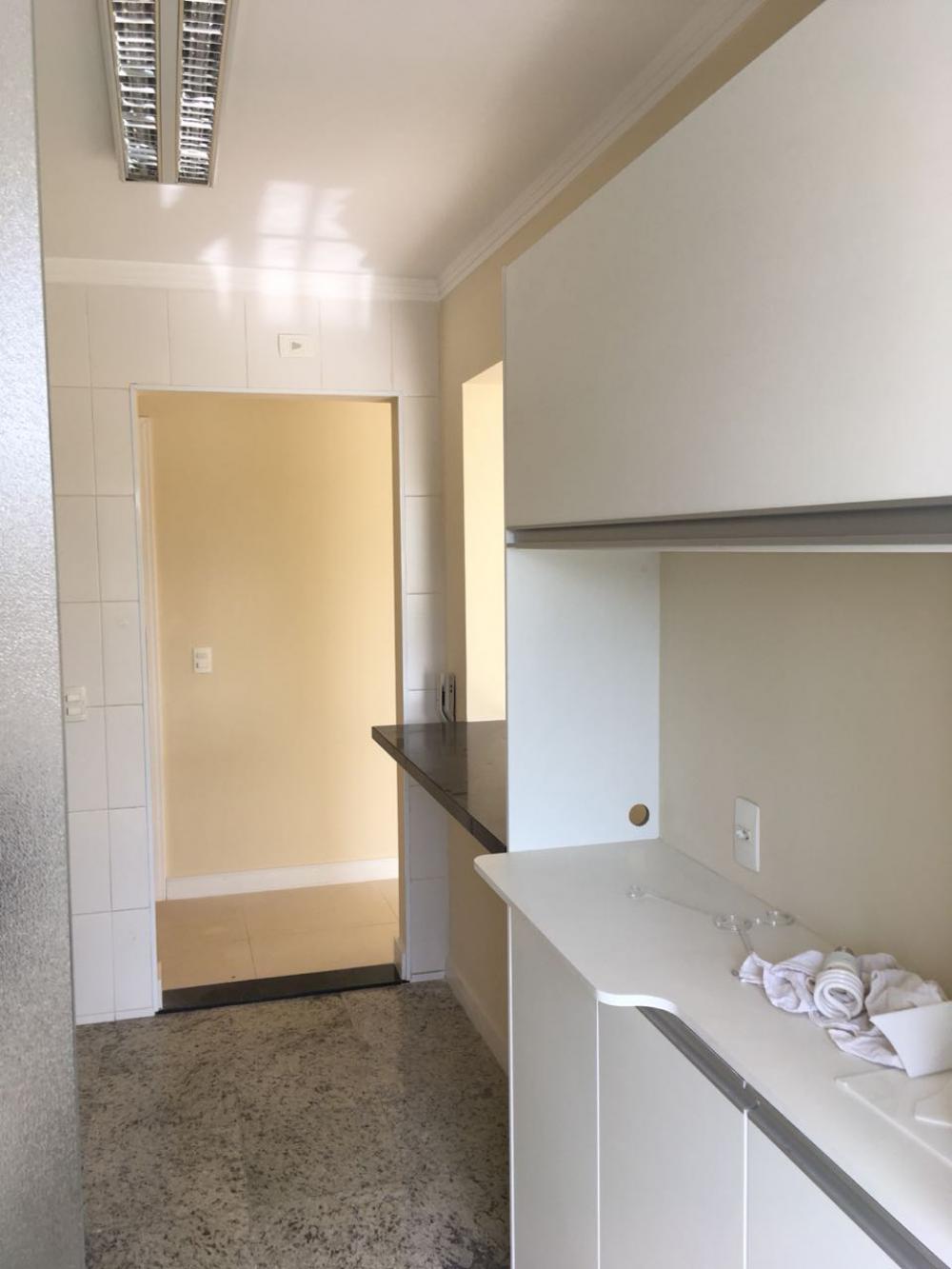 Lindo apartamento em excelente localização na Avenida Dois Corregos. Medindo 70,31 m² de área útil, com sala ampla para 2 ambientes, 3 dormitórios com armários embutidos sendo 01 suíte, banheiro social e suíte com gabinete e box em vidro, cozinha planejada e área de serviço com armários.  02 Vagas de garagem cobertas. a. Condomínio oferece espaço gourmet com churrasqueira, salão de festas, brinquedoteca, piscina e portaria 24h. Aceita financiamento e FGTS.