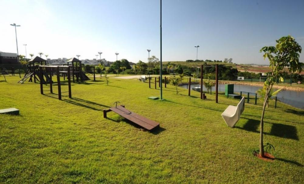 Lote residencial em excelente localização no condomínio proximo a area de lazer medindo 430,72 m2.