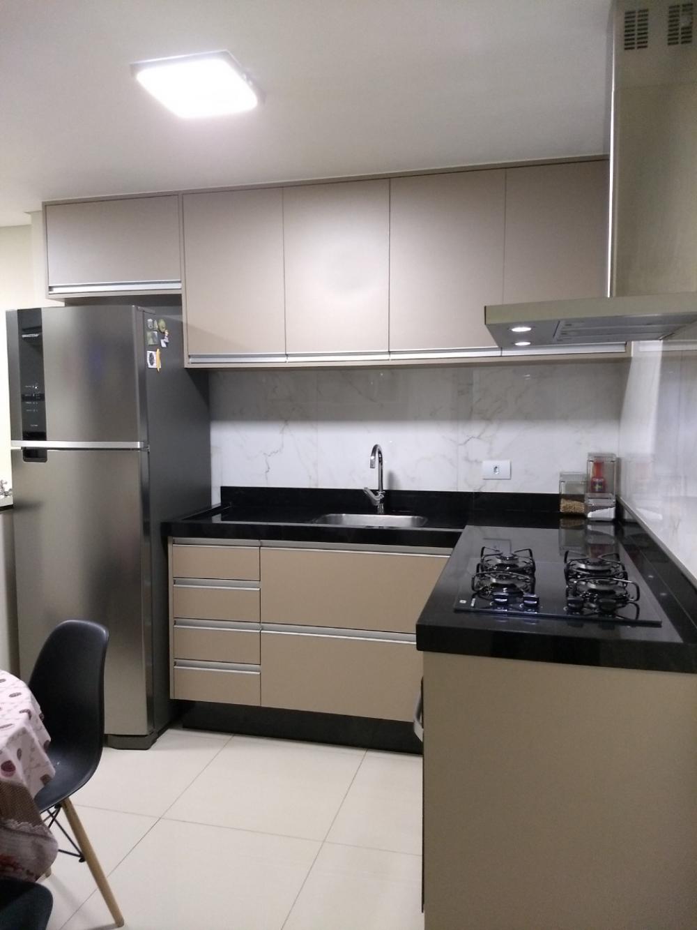 Apartamento novo, todo reformado, com 55 m², sendo 2 dormitórios com armários, banheiro social com box e gabinete, sala de estar com sacada, cozinha planejada, área de serviço com armários. 1 Vaga de garagem. Estuda financiamento.