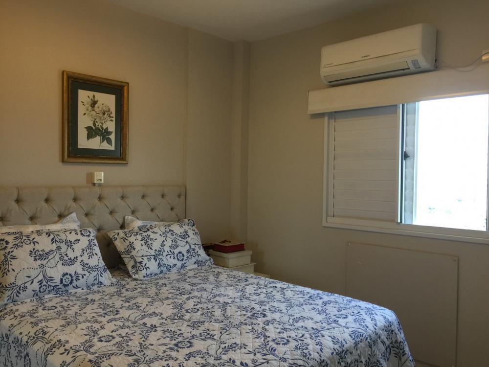 Apartamento Ed Revenna, 2 dormitórios com armários planejados,  sendo 1 suíte,  sala com sacada, cozinha americana planejada, área de serviço, e  2 vagas de garagem. Aceita financiamento.