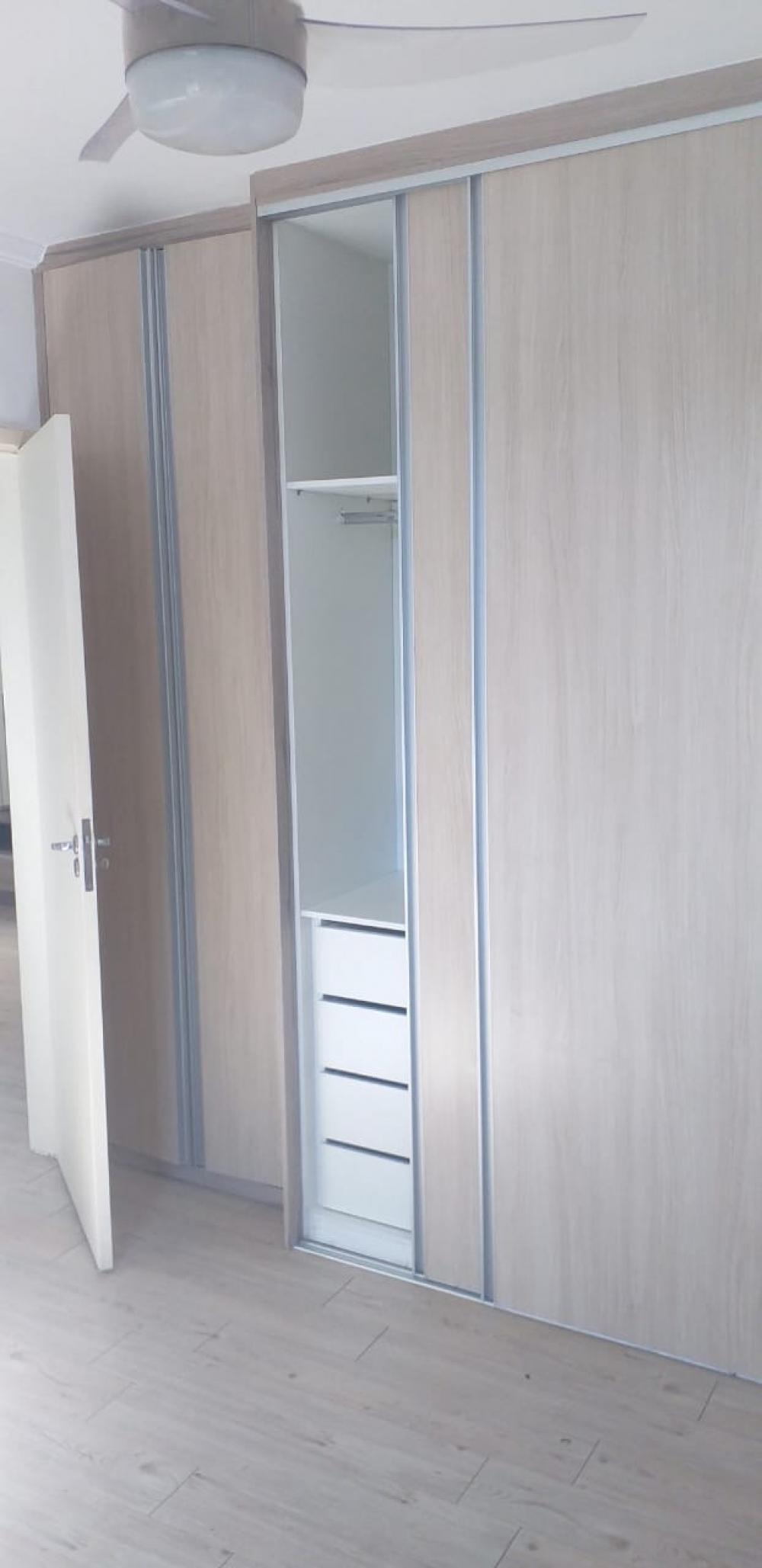 Lindo apartamento com 2 dormitórios com armários embutidos, sala com painel, cozinha planejada, cooktop, exaustor, área de serviços e 1 vaga de garagem.  Aceita financiamento e FGTS.