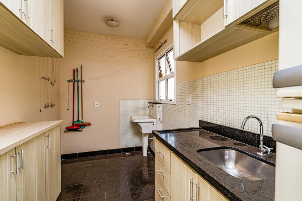 Apartamento 2 dormitórios, sala 2 ambientes com sacada, banheiro social, cozinha planejada, área de serviço e 1 vaga de garagem. Condomínio oferece portaria 24 horas, piscina e salão de festas. Aceita financiamento.