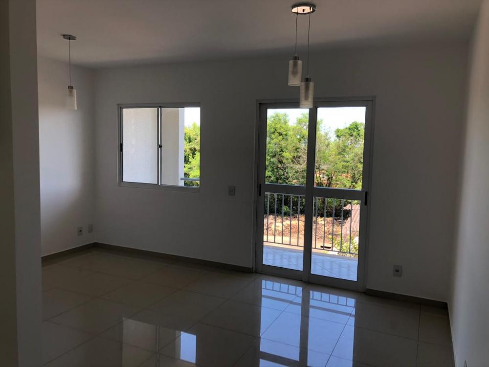 Apartamento com 74 m²,  3 dormitórios, sendo 2 com armários e 1 suíte, banheiro social, sala 2 ambientes, varanda gourmet, cozinha com armários e 1 vaga de garagem. Estuda financiamento e FGTS.