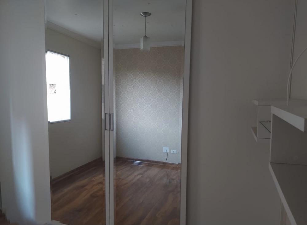 Lindo apartamento em ótima localização, medindo 54 m² de área útil possui sala com painel e espelho decorativo, 2 dormitórios completos de armários e com painel, banheiro social completo, cozinha planejada, cooktop, área de serviço e 1 vaga de garagem.  Aceita Financiamento e FGTS.