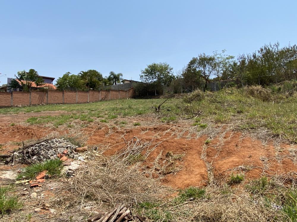 Excelente área com 1.912 m² com leve aclive.  Estuda financiamento.