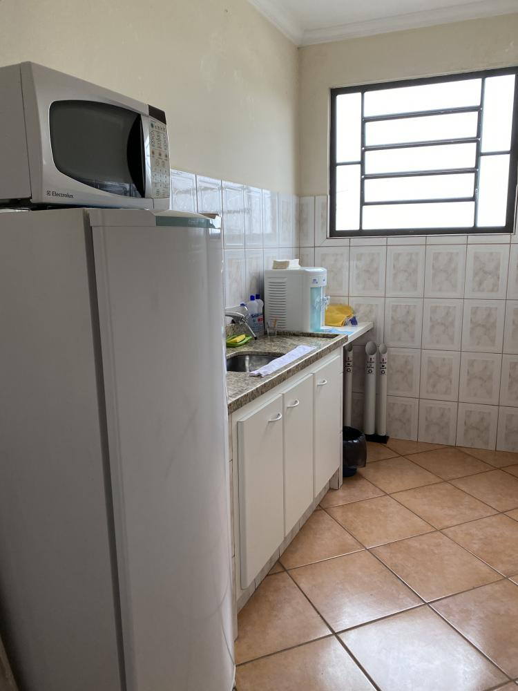 Sala comercial com banheiro privativo e ar condicionado, com 53m, em bairro bem conceituado da cidade.