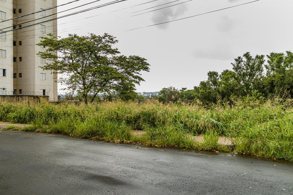 Lote de 259,05 m² em um bairro totalmente planejado e familiar. Estuda financiamento.