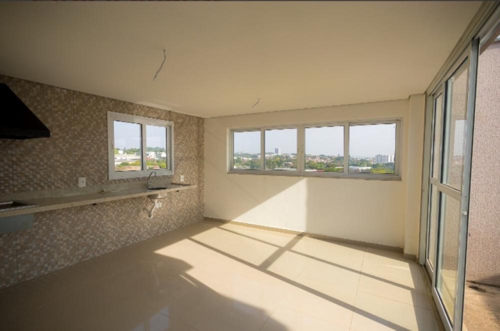 Ótima cobertura com 142 m² distribuídos em 3 dormitórios sendo 2 suítes, ampla sala, 2 cozinhas, banheiro social e área de serviço, área gourmet com jacuzzi e linda vista. Possui 2 vagas de garagem. Aceita financiamento.