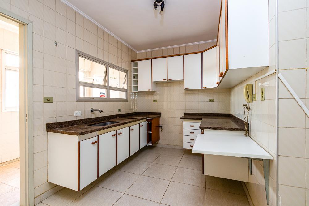 Belo apartamento em ótima localização com 3 dormitórios, sendo 1 suite e dois dormitórios com armários, sacada, cozinha com armários e 1 vaga de garagem. Aceita financiamento.