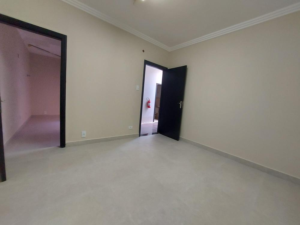 Sala comercial em excelente localização ao lado da Santa Casa, próximo a diversas clínicas e consultórios médicos. Contendo 10m2, 1 banheiro de uso comunitário. Estabelecimento conta com recepção conjunta.