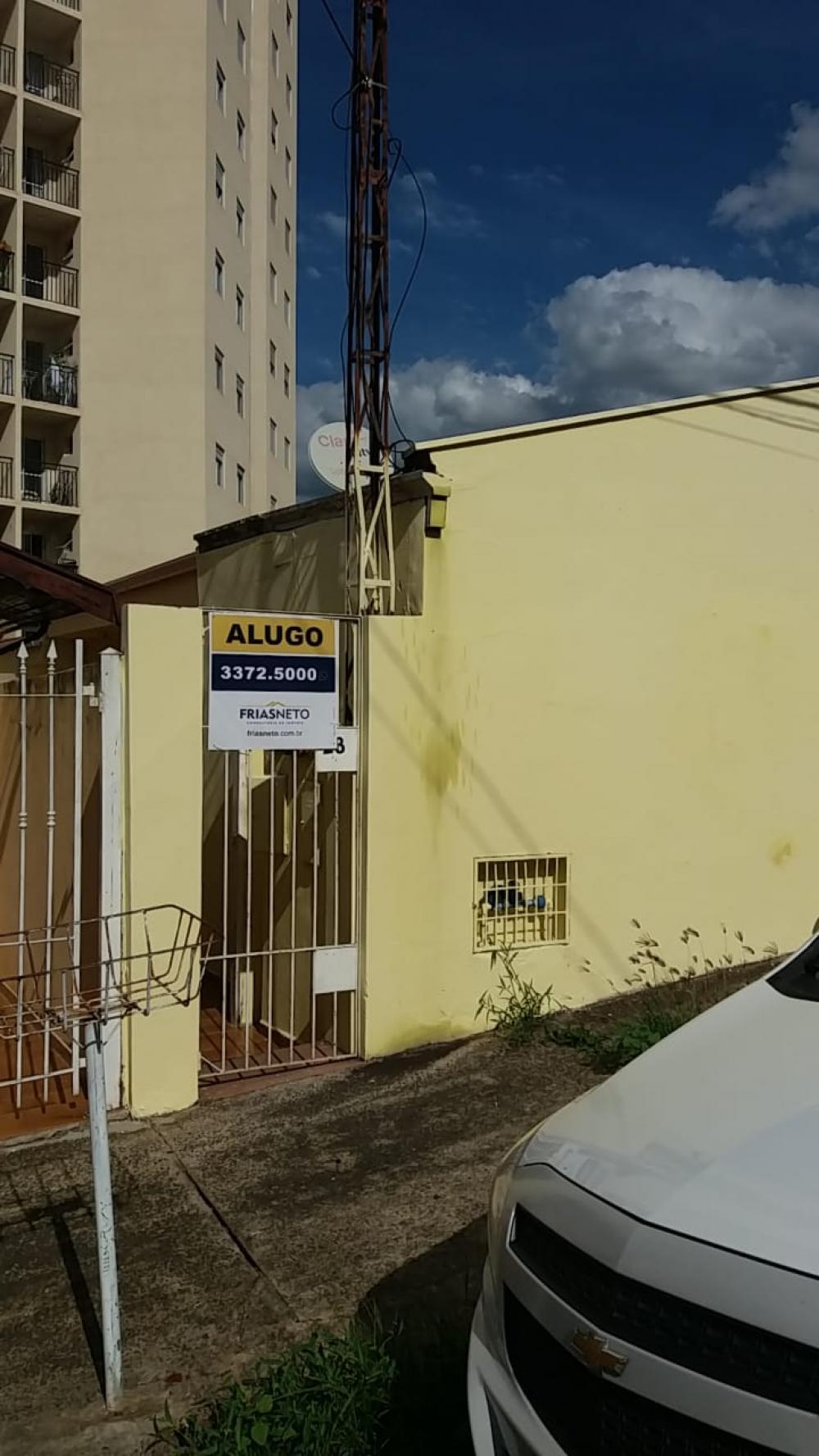 Casa em ótima localização com 90m² contendo sala, 02 dormitório, cozinha, banheiro e área de serviço