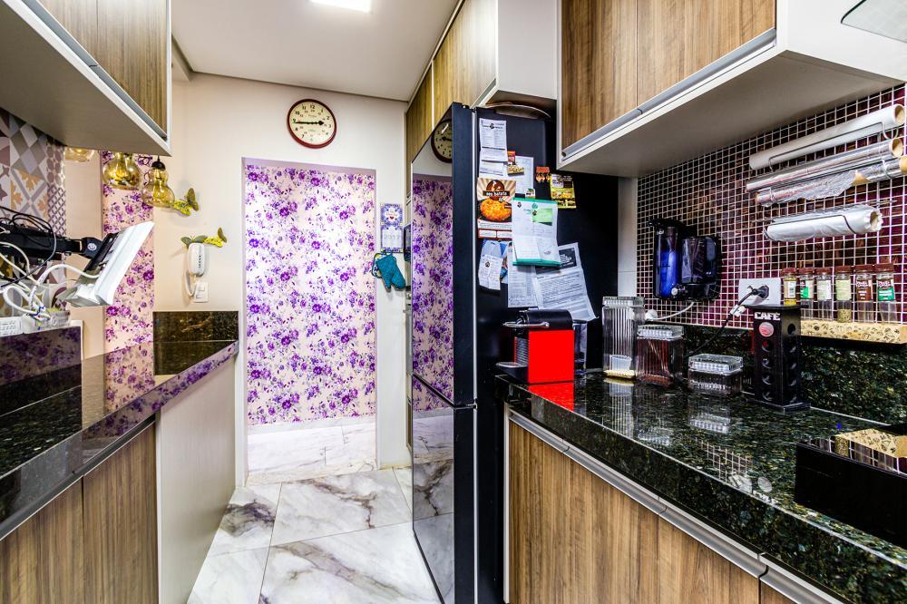 - Apartamento com 55 m²  todo em gesso rebaixado, todas as janelas tem telas mosqueteiro; - Sala c/ Ar condicionado sanca em S com LED's, Sala de jantar