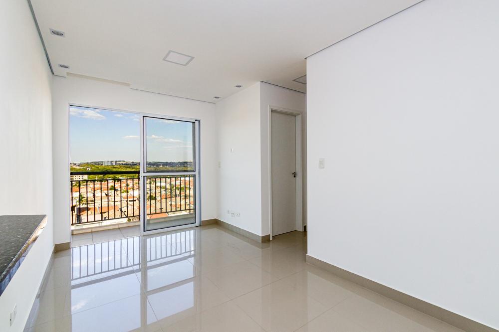 Apartamento com 53m² contendo sala dois ambientes com sacada, 02 dormitórios, banheiro social com gabinete, cozinha planejada. 01 vaga de garagem. Agradável condomínio com quadra, academia e salão de festas com churrasqueira.