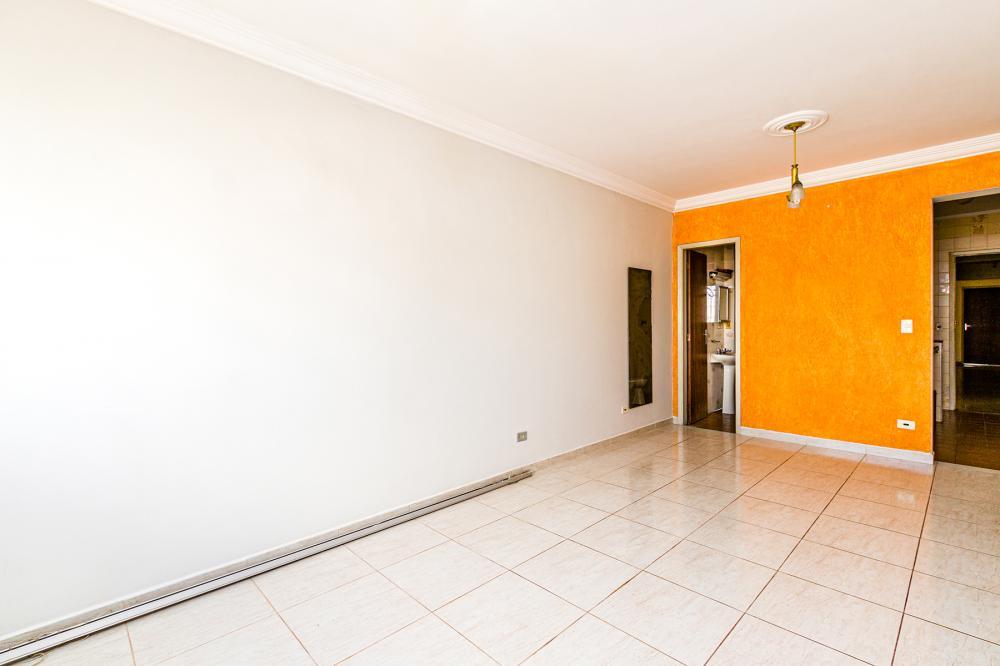 Kitnet em ótima localização central, contendo sala/quarto, cozinha, banheiro, área de serviço.