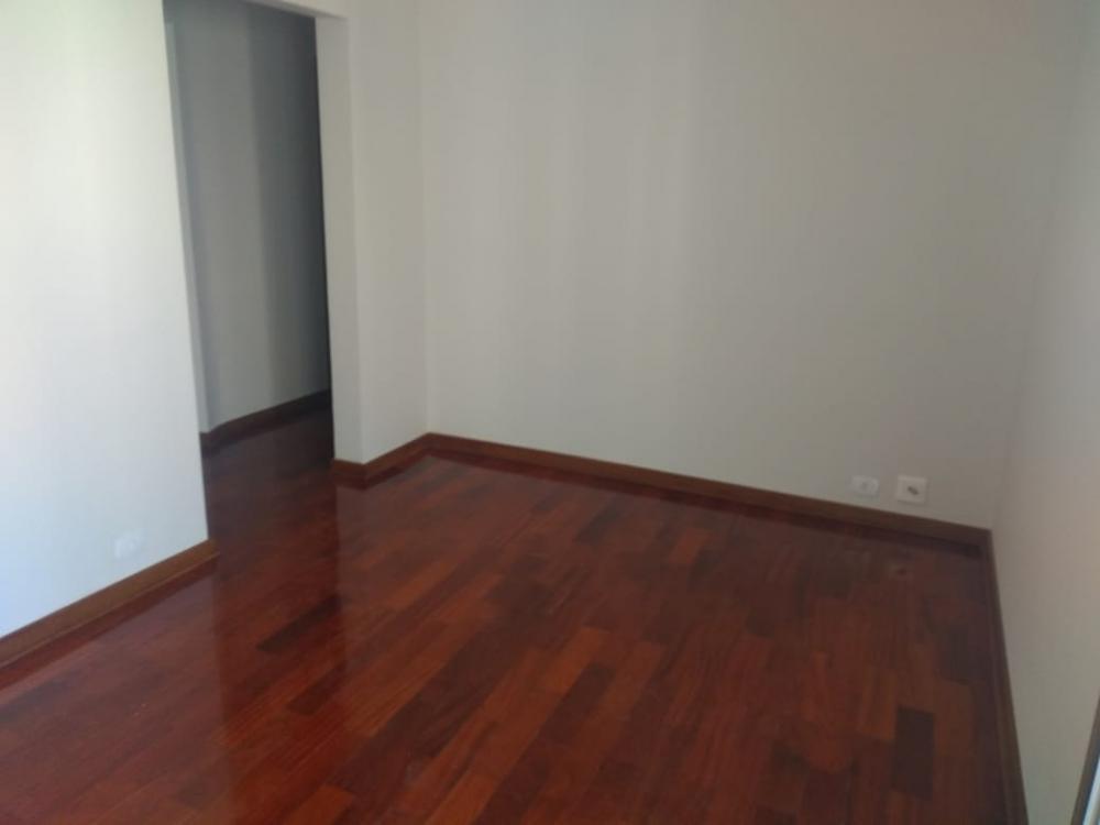 Ótimo apartamento com 75m² de área útil, sala com sacada, 3 dormitórios sendo 1 suíte com armários, banheiro social, cozinha planejada, área de serviço e 1 vaga de garagem.  Aceita financiamento e FGTS.