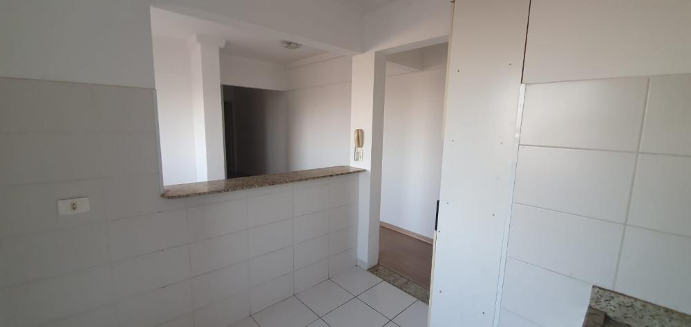 Apartamento em ótima localização com 64 m² contendo sala, 2 dormitórios sendo 01 com armário, banheiro com box e gabinete, cozinha com armário e gabinete, lavanderia. 01 vaga de garagem. Condomínio oferece churrasqueira, piscina e academia.