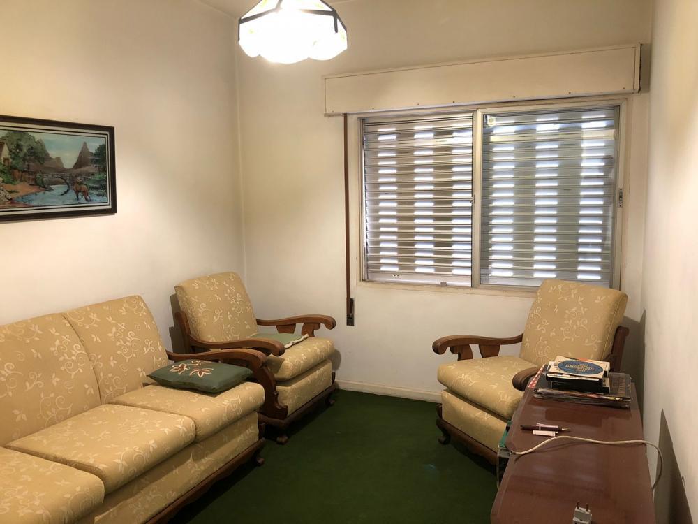 Apartamento no bairro Jardim Elite com 103,44 m², 1 vaga de garagem, 3 dormitórios, sendo 1 suite, 1 banheiro social, sala 2 ambientes, cozinha e área de serviço com banheiro. Aceita financiamento.