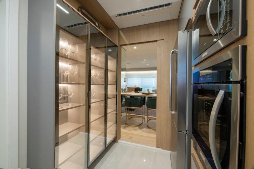 O edifício é ideal para quem busca conforto, praticidade, segurança e boa localização. São 23 andares, com 2 apartamentos de 163 m². Perfeito para quem gosta de conforto e tranquilidade. 3 vagas de garagem (+ deposito ) Suíte master ampliada 2 suítes Varanda integrada  Este apartamento será vendido