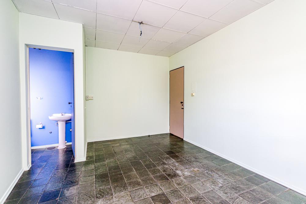 Sala comercial ao lado do Corpo de Bombeiros ,contendo 25 m², com banheiro privativo. Recepção ,copa e banheiro de uso comum.