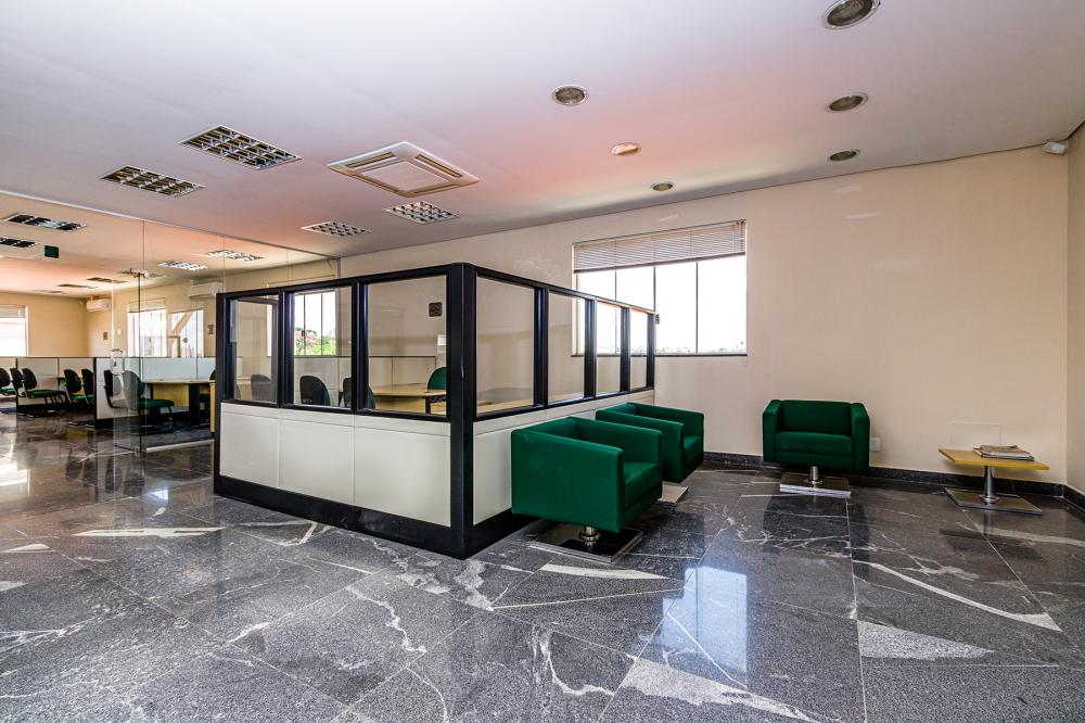 Ótima oportunidade, salão comercial com 1.080 m² de construção, 515 m² de vão livre, localizado em uma avenida de intenso fluxo ,mezanino, 2 copas, 5 banheiros e 06 vagas de recuo.