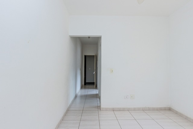 Apartamento próximo a região central contendo, 01 dormitório com armário embutido, sala, banheiro social com gabinete, cozinha com gabiente e armário embutido, área de serviço, 01 vaga. Aceita financiamento e FGTS.