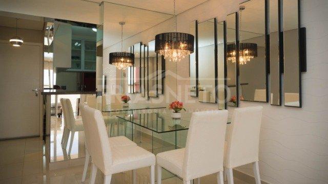 Neste apartamento moderno e de bom gosto, você é recepcionado por uma sofisticada e ampla sala de estar dois ambientes. A cozinha é de dar água na boca. No formato americana e integrada ao living, ela é completa e planejada com móveis de muito estilo. Com ambientes amplos e bem iluminados, o apartamento é perfeito para todo o estilo de vida. Para viver com tranquilidade em família, o condomínio possui portaria 24h, espaço fitness, brinquedoteca, salão de festas com churrasqueira, piscina e playground. Próximo da Padaria do Vovô, pizzarias, farmácias e de uma das principais avenidas de cidade.