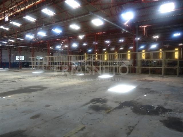Excelente galpão com 3000m² de construção em terreno de 20.000m², com escritório externo, copa e 2 banheiros, piso de alta resistência, entrada para carretas, grande pátio de estacionamento, armazenagem e manobra, transformador de 150kva e poço com capacidade de 3000 litros por hora. Localizado à 7km da empresa Painco na Rodovia Nelson Caproni. Possibilidade de locação em galpões de 1.000m². VALOR SOB CONSULTA.