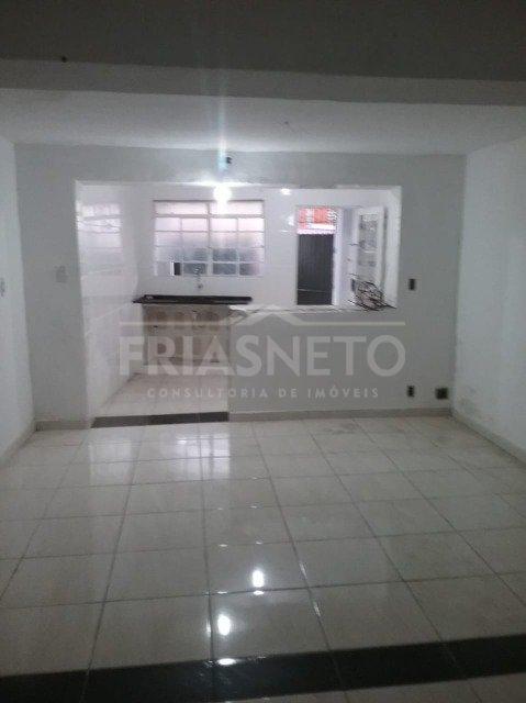 Casa estilo kitnet com sala/quarto, cozinha, banheiro social e área de serviço coberta. Em ótima localização próximo a Faculdade de Medicina Anhembi Morumbi.