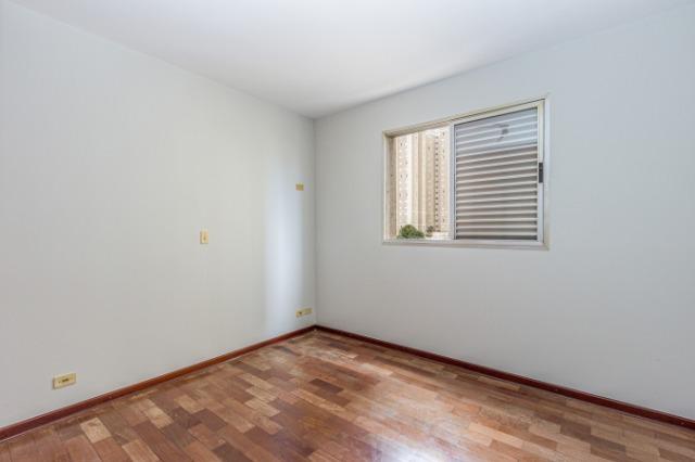 Apartamento 68m² na melhor localização do bairro alto, sendo 2 dormitórios,  banheiro social, sala 2 ambientes , cozinha e área de serviço. 1 vg. Condomínio com portaria 24hrs. Aceita financiamento e FGTS.