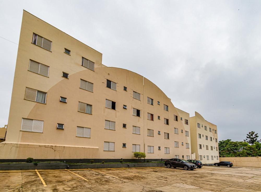 Apartamento de 2 dormitórios com armários embutidos, cozinha planejada e banheiro com box e gabinete. 1 vaga. Próximo a avenida Independência, padaria, farmácia, açougue.