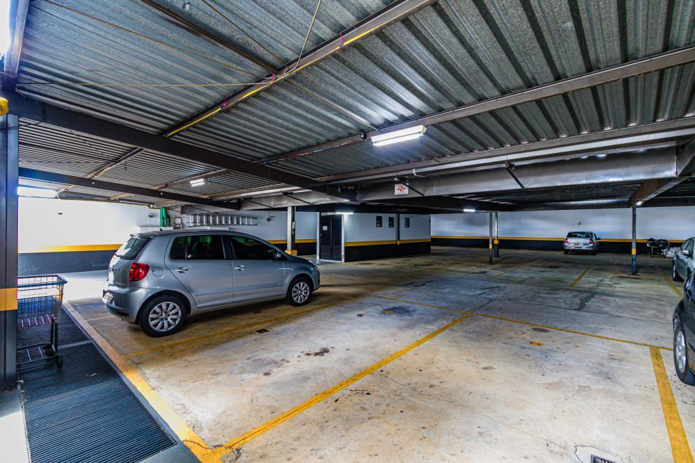 Apartamento localizado próximo ao Hospital Santa Casa com 35m² contendo cozinha planejada, área de serviço, sala, banheiro social com box, 01 dormitório com armário embutido. 01 vaga de garagem.