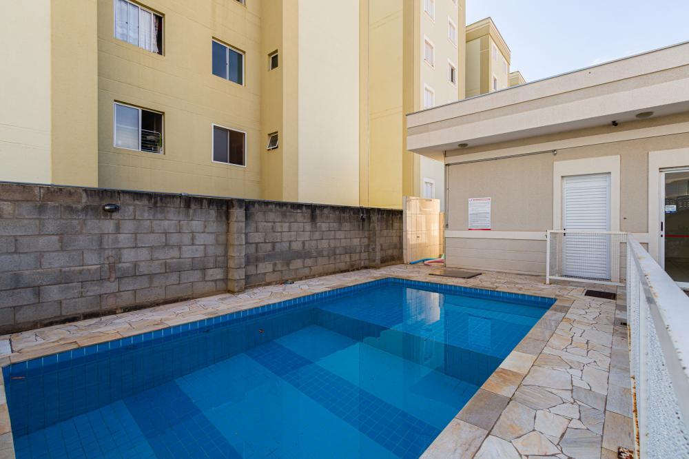 Apartamento no Villaggio Di Toscana II, 2 dormitórios, sala, banheiro social, cozinha, área de serviço e 1 vaga de garagem. Condomínio com portaria, piscina e espaço gourmet. Aceita financiamento e FGTS