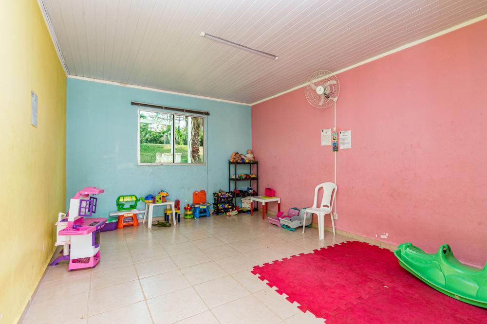 Excelente apartamento localizado no Piracicamirim, próximo ao supermercado Coop e ao terminal de ônibus do Piracicamirim.  Unidade com 57 m² distribuídos em sala, cozinha com armários, 2 dormitórios, 2 banheiros e sacada. Condomínio com portaria 24 horas, playground, piscina e salão de festas. Possui 2 vagas de garagem Estuda financiamento, FGTS e permuta.